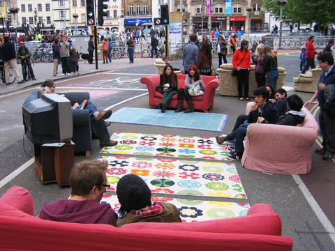 A lounge in the street