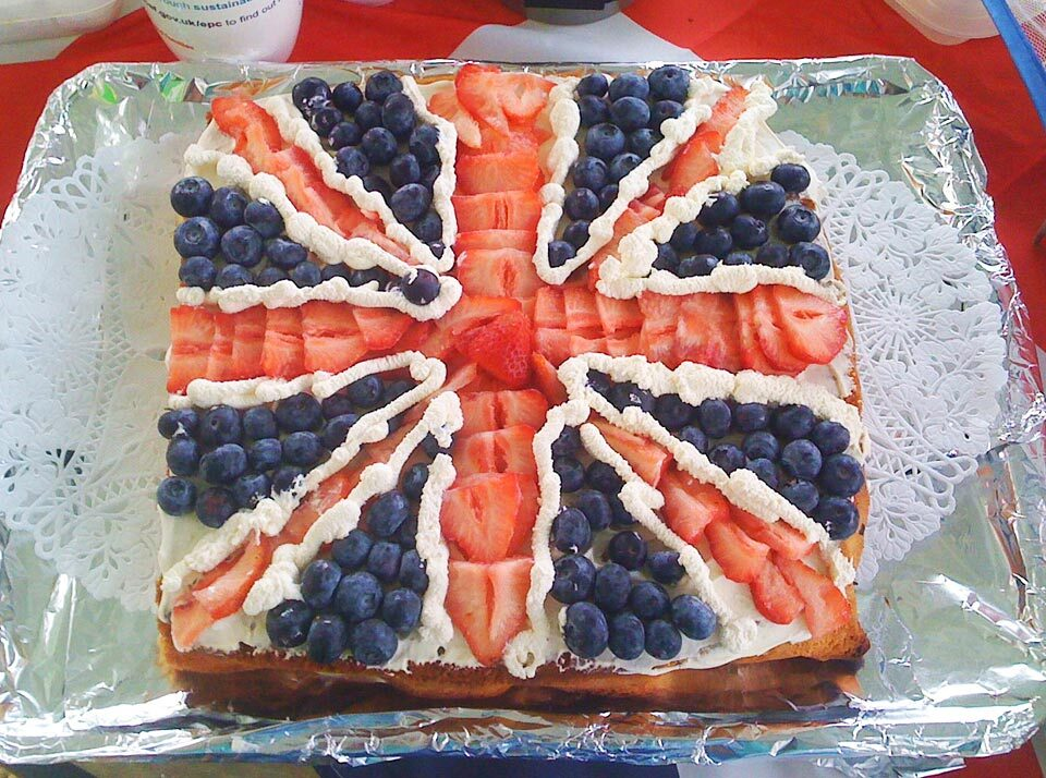 A cake decorated with the Union Jack design